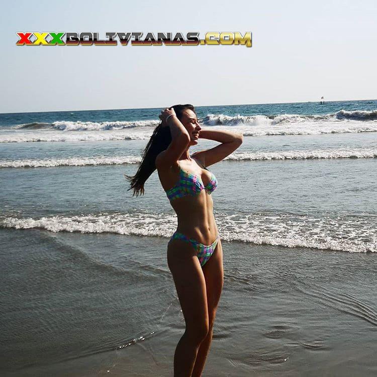 Claudia Arce sexy bikini